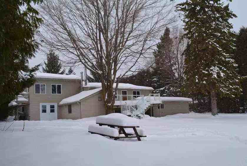 Newly Renovated Cottage on Lake Eugenia – 10 minutes from Club – weekend rentals available