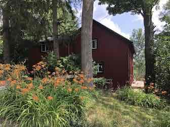 Charming Farmhouse Style Cottage Ski Season Rental in Ravena